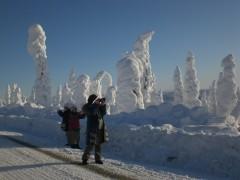 雪の芸術を撮影中