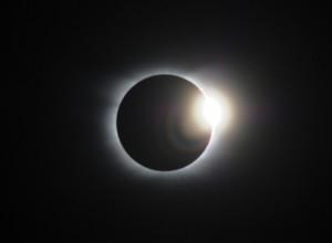 皆既日食でしか見られないダイヤモンドリング