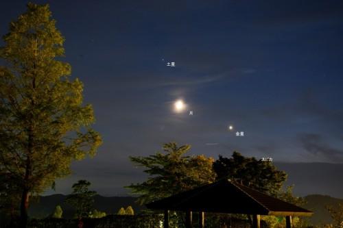 先月のコラムで紹介した9月9日の月と金星と土星の集合 いわき公園(福島県いわき市)から撮影しました。