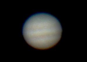 小型天体望遠鏡を使いデジタルカメラでパチリと撮影した木星の姿です