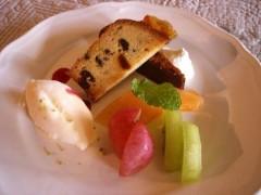 自家製アイスクリーム・ケーキ・フルーツの盛り合わせ