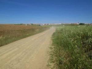 町が見え始めた長い長い道