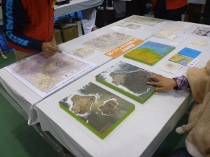 これは小笠原諸島の西ノ島に出来た海底火山により出来た新しい土地の様子、触れます。