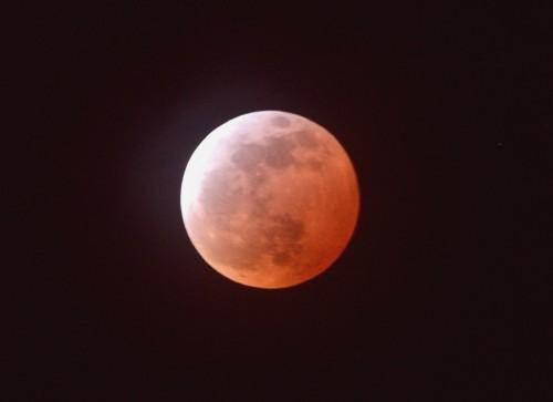 150404皆既月食縮小版21時00分いわき市内で撮影(田中千秋)DSC_2825