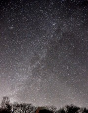 光害の少ない空では天の川が見える