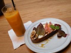 季節のフルーツとフレッシュチーズのオープンサンド550円