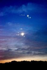 10月11日の明け空の様子 雲が多いお天気でしたが、雲間から星が出たときをチャンスと
