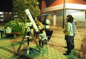 天体観望会で月や惑星を見る