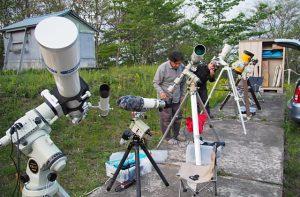 ずらり並んだ天体望遠鏡