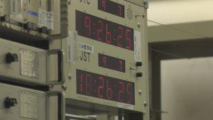 12月の「つくばde科学」より セシウム原子時計のモニター 協定世界時と日本標準時を表示しています