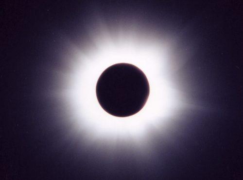 皆既日食の様子(2001年6月21日アフリカ南部日食)