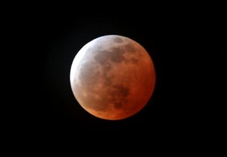 皆既月食時の月の様子