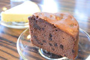 セットのチョコレートケーキ
